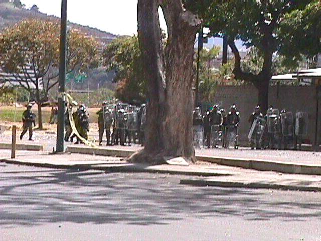 milicos esperando...