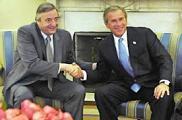 junto a K, contra el bandido Bush