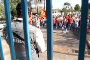 Protesto en la embajada argentina en Brasil por la libertaci�n de los presos de Caleta