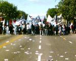 (2) Fotos de la marcha antibush. Fuego, molotovs y varios.