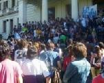 Masiva movilizaci�n de estudiantes secundarios en La Plata