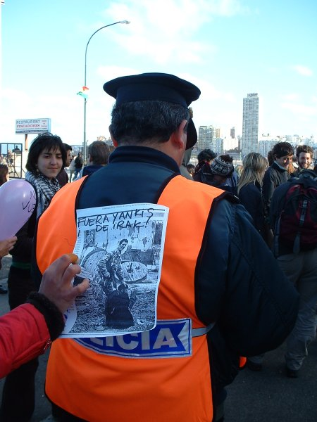 Policia con contenid...