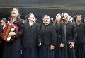 La Mate Murga cantando canciones de la revoluci�n espa�ola.