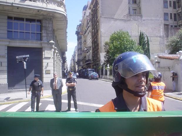 La policia que vigil...