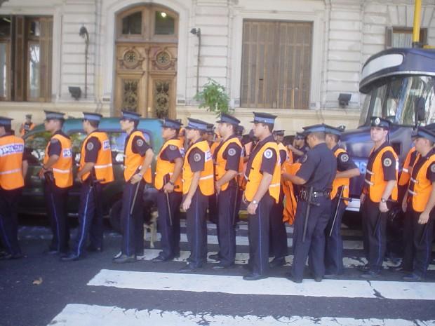 Policia de Anibal Fe...