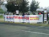Mantienen huelga de hambre, jóvenes latinos apresados y torturados por la Policía Española