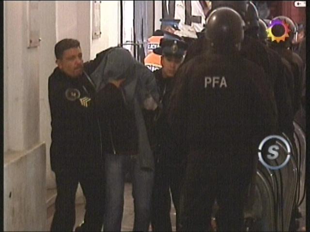 http://argentina.indymedia.org/uploads/2007/08/detenidos-quebracho.jpg