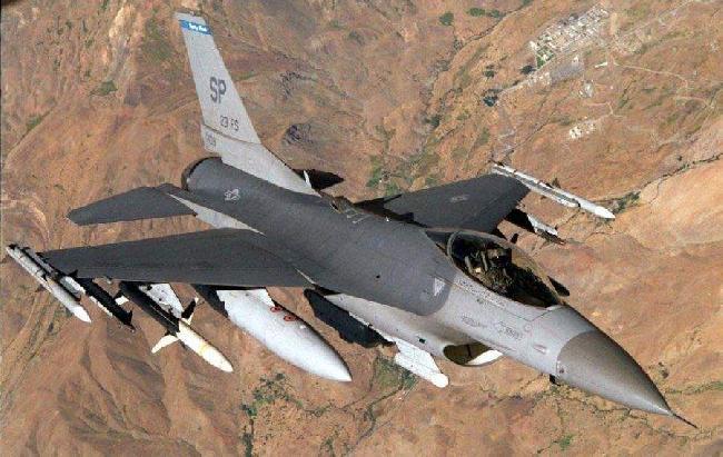 AVION CAZA F16...