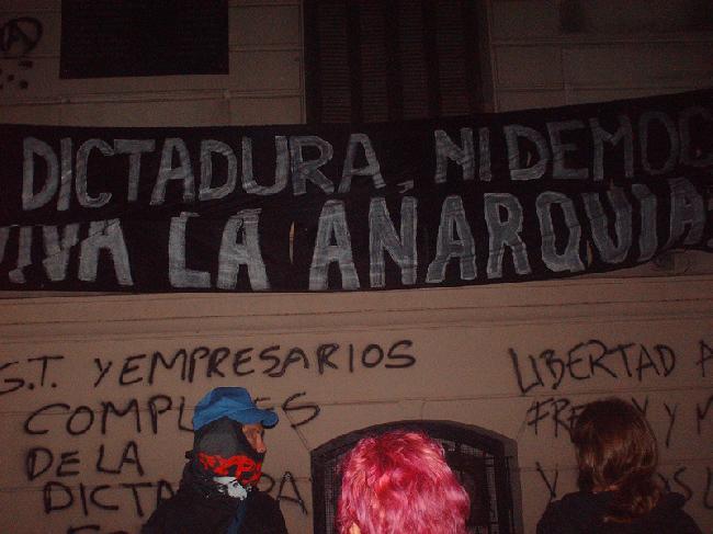 Ni dictadura, ni dem...