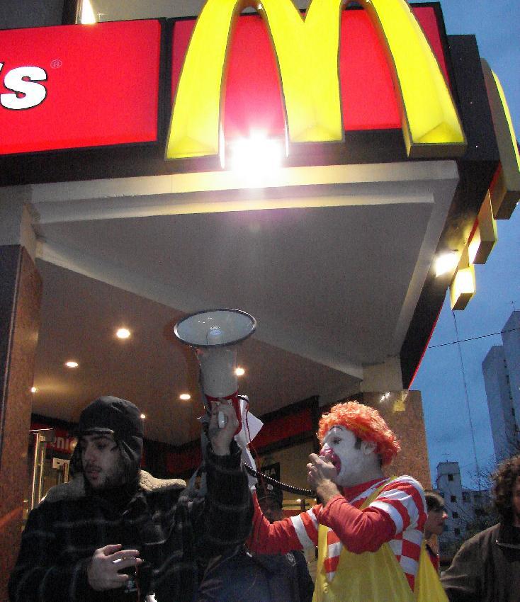 Escrachando McDonald...