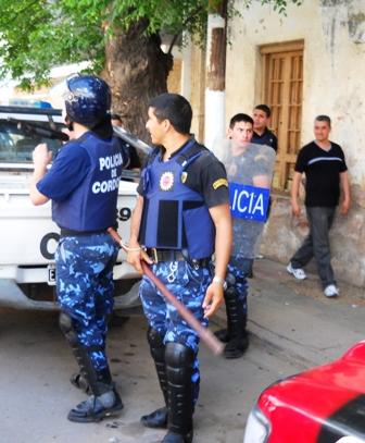 La Policia Provincial presente en las adyacencias de la sala de audiencias