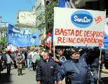 Trabajadores de SanCor: Un mes de paro por persecuci�n gremial