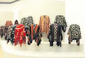Exhibici�n de ponchos hist�ricos, plater�a y objetos de uso cotidiano