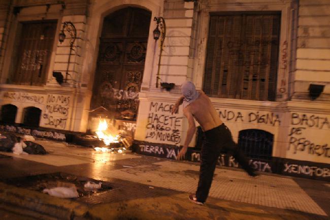 fuego contra Macri e...