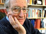 Noam Chomsky firma carta australiana en apoyo a Julian Assange