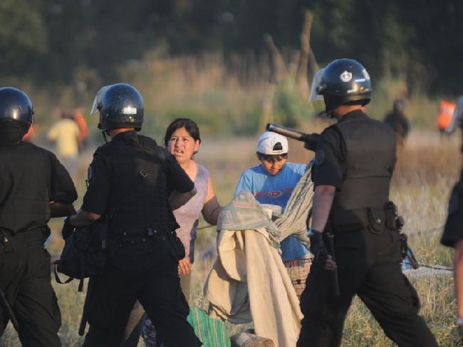 Fotos (2): Violenta ...