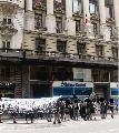 Manifestacion en el Consulado chileno en solidaridad con implicadxs en el Caso Bombas