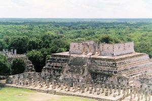 Mayas, actores y víc...
