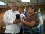 Rigoberta Menchú se reúne con presidente de Asamblea Legislativa