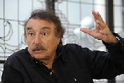 Ramonet 'Dueños de medios llevan a cabo ofensiva ideológica contra gobiernos progresistas'