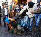 Bolivia: policías amotinados atacaron a campesinos ante el Palacio de Gobierno
