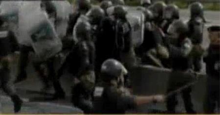 Gendarmer�a reprime ...
