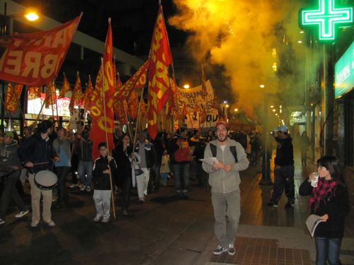 Marcha en Rosario an...
