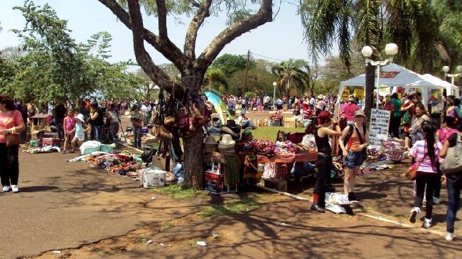 Feria en Parque Repu...
