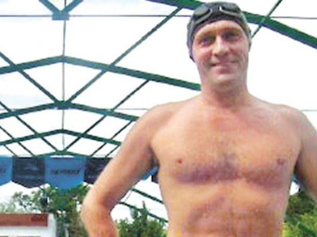 Nadador de aguas abi...