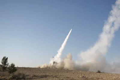 Al menos 50 misiles ...