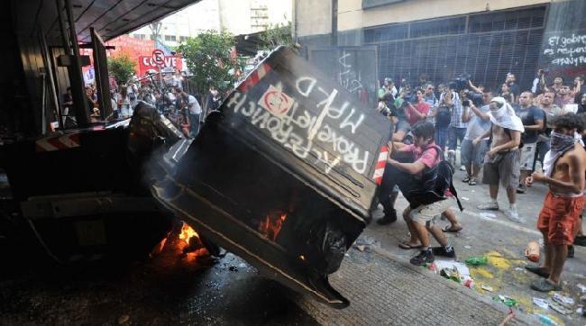 Disturbios y detenid...