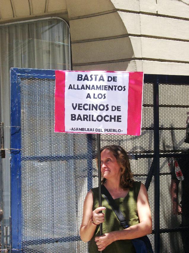 ACTO Y ESCRACHE EN L...