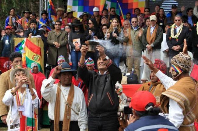 Evo Morales anuncia ...