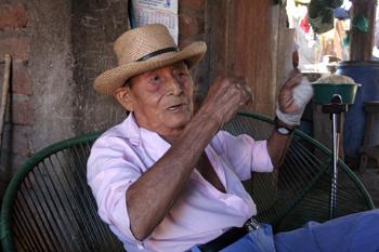 El Salvador: A 81 añ...