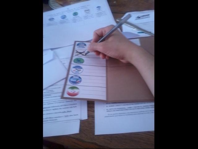 Votando Movimento 5 ...