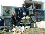 Ecuador: Ind�genas realizaron ritual wakchakaray en el cementerio