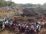 En el d�a de los trabajadores entierran vivos a 40 mineros en el norte de Cauca