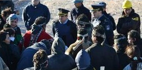 Mapuches se encadena...
