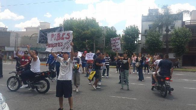 Protesta de familiar...
