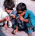 Perú: Niños, abandono y drogas en Callao