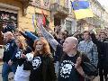 Neonazis desobedecen a gobernantes en Ucrania