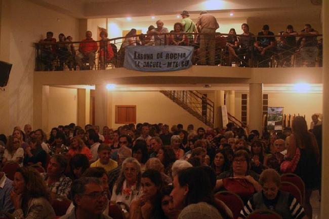 A sala llena se pree...