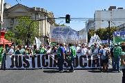 La Plata: Contundente movilizaci�n de estatales y docentes bonaerenses por reclamo salaria
