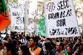 Trabajadores toman la Secretaria de la Ni�ez en La Plata, fuerte presencia policial