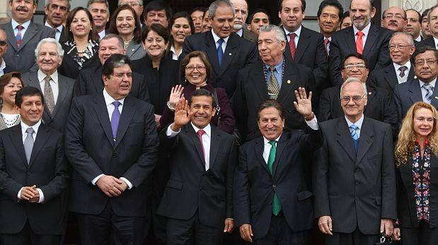 POLITICOS GOBIERNIST...