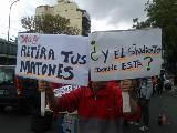 Trabajadores de la cadena Día % toman locales contra el cierre
