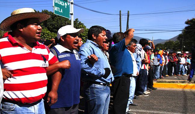 EZLN dice que los de...