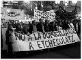 Masiva marcha en La Plata contra la domiciliaria a Etchecolatz