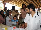 Reclamo por médicos comunitarios