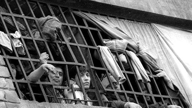 Miles de presos en h...